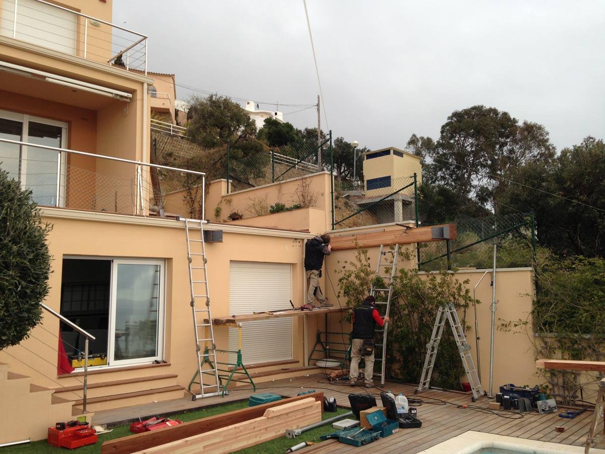 montando-terraza-madera-con-pletinas-maxmadera